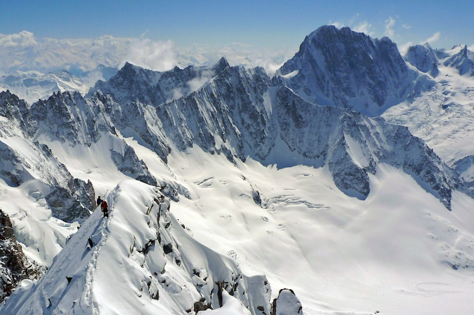 The east ridge on Courte with Grand Jorasses behind