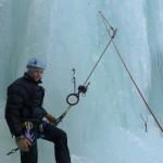 NORTIND ice course - Halvor testing ice screws