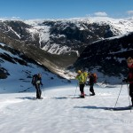 Skiing down from the glacier plateau